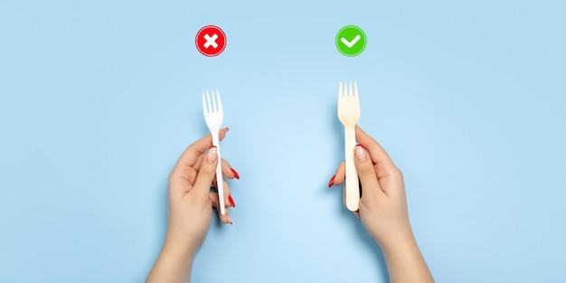 Tenedores. vida ecológica: cosas recicladas orgánicas en comparación con polímeros, plásticos análogos. estilo hogareño, productos naturales para reciclar y no dañinos para el medio ambiente y la salud.