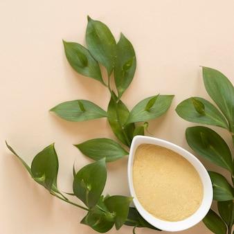 Terapia relajante spa arena y hojas
