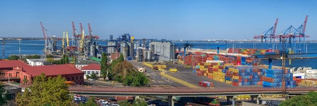 Terminal de contenedores del puerto de carga en odessa, ucrania