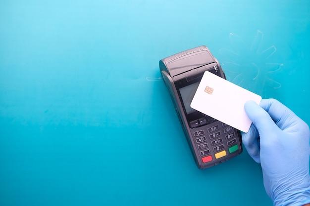 Terminal de pago con cargo a tarjeta, pago sin contacto.