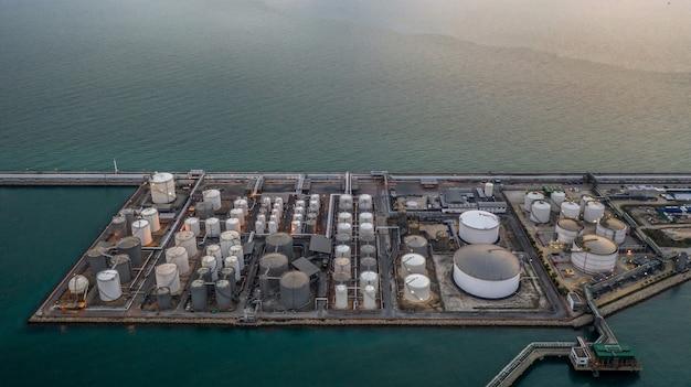 Terminal de tanque de químicos líquidos, tanque de almacenamiento de productos químicos líquidos y petroquímicos.