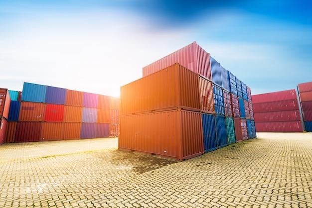 Terminales de transporte de contenedores