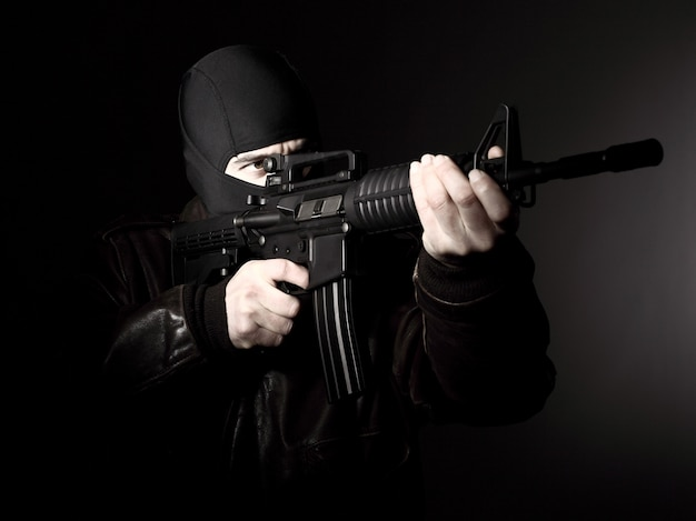Terrorista con rifle