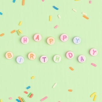 Texto de feliz cumpleaños con cuentas de letras