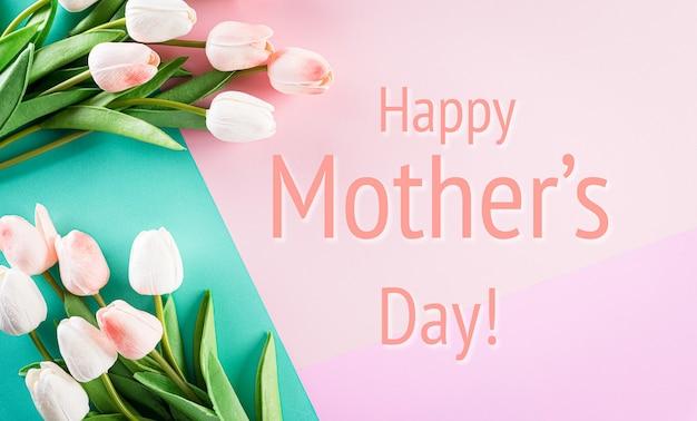Texto feliz día de la madre con flores de tulipán