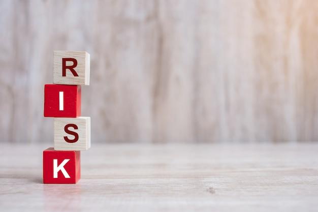 Texto de riesgo en bloques