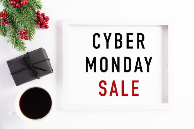 Texto de venta de lunes cibernético en decoración de marco de imagen blanco