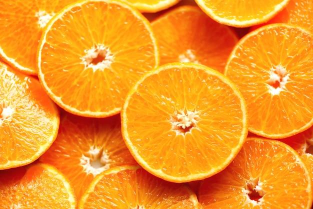 Textura anaranjada cortada fresca de la fruta. macro, vista desde arriba, copia espacio. comida. naranjas jugosas