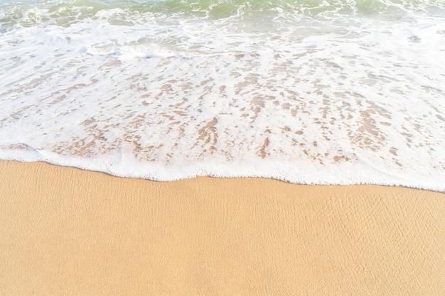 Textura de arena limpia con olas de mar playa de arena tropical de mar para banner de fondo de verano