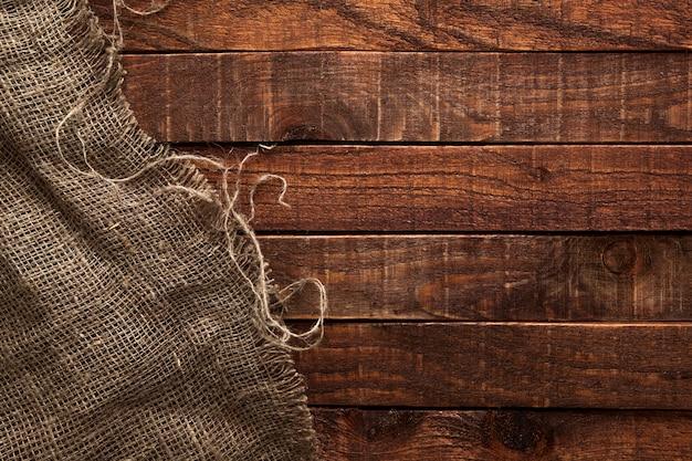 Textura de arpillera en mesa de madera