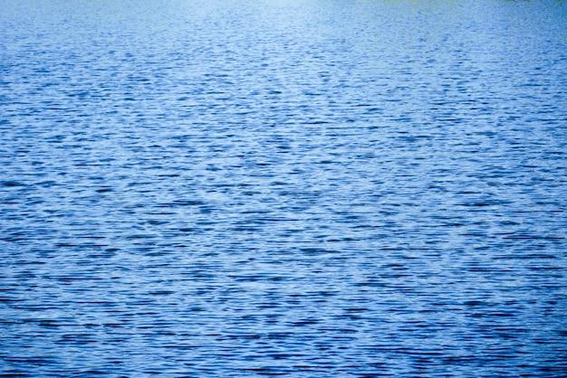 Textura azul marino abstracta del fondo del agua de la onda de la cascada