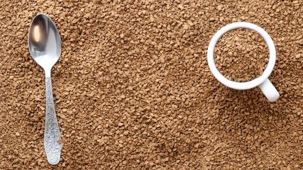 Textura de café instantáneo con una gaviota y una cuchara.