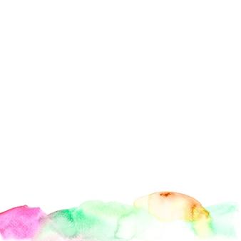 Textura colorida de la acuarela en el contexto blanco