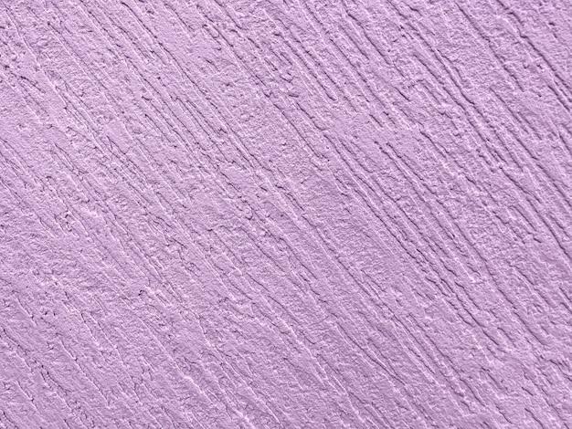 Textura decorativa de yeso morado que imita la antigua pared de pelado