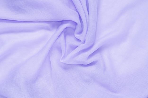 Textura delicada del fondo del color púrpura de la tela suave y arrugada
