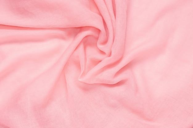 Textura delicada del fondo del color rosado de la tela suave y arrugada