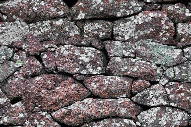 Textura fluida. muro de piedra de cantos rodados de granito.