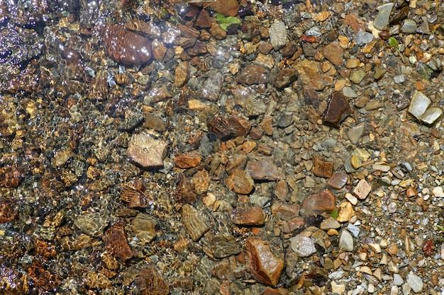 Textura de fondo de fondo de piedra de río marrón