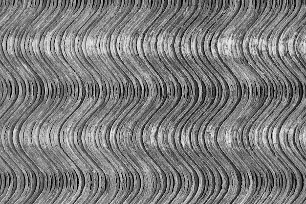 Textura de fondo las hojas de pizarra se encuentran una encima de la otra y forman una superficie vertical ondulada.