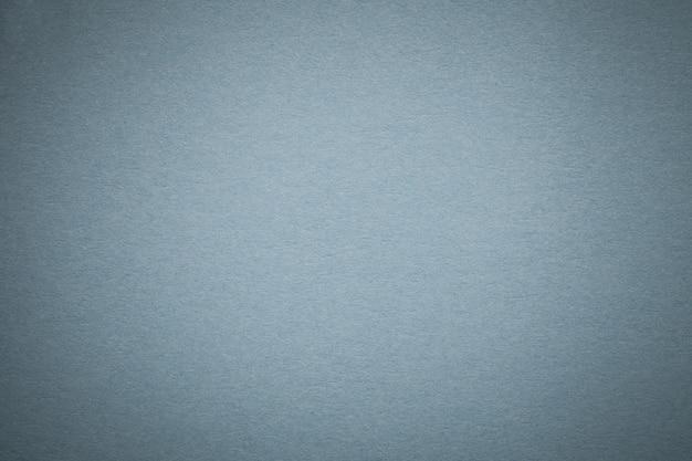Textura de fondo de papel gris antiguo, estructura de cartón azul claro denso,