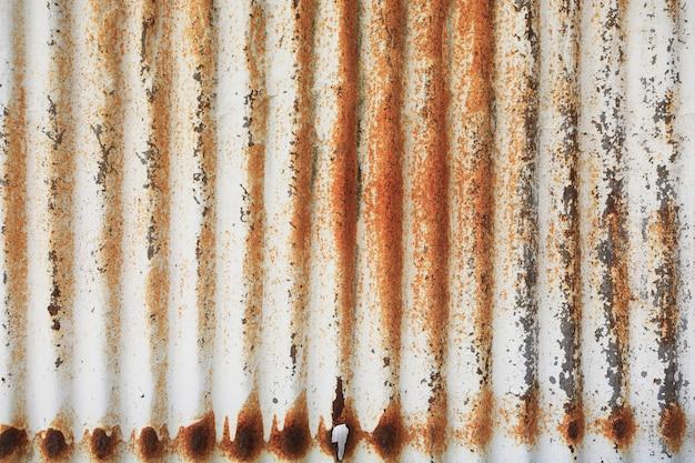 Textura de hierro galvanizado dañado viejo y oxidado.