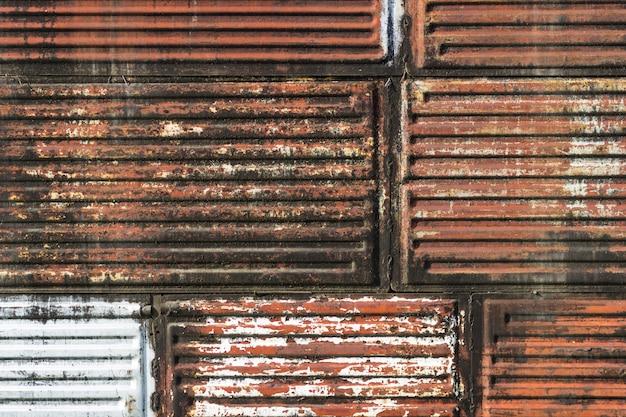 La textura del hierro viejo es roja y marrón. antecedentes para el texto.