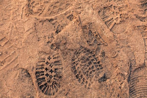 Textura de huellas en la arena.