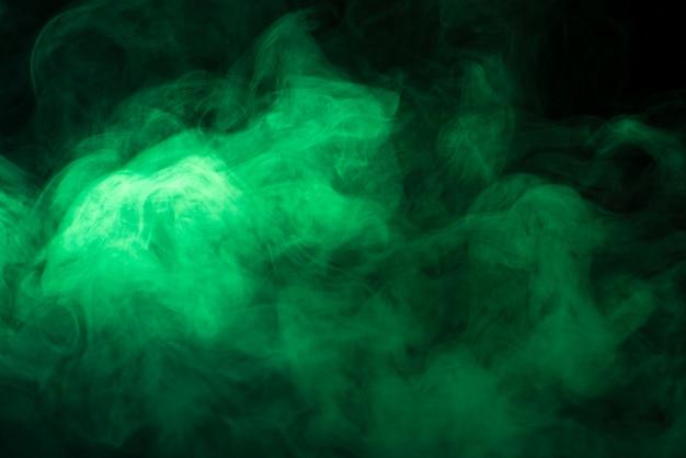 Textura de humo verde fondo negro