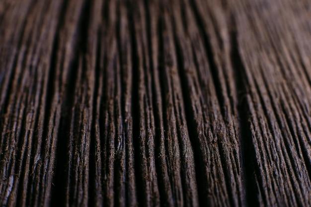 Textura de madera profunda, fondo oscuro con poca profundidad de campo.