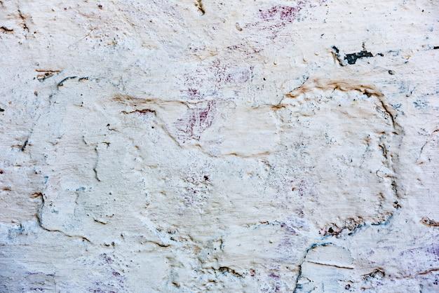 Textura de un muro de hormigón con grietas y arañazos