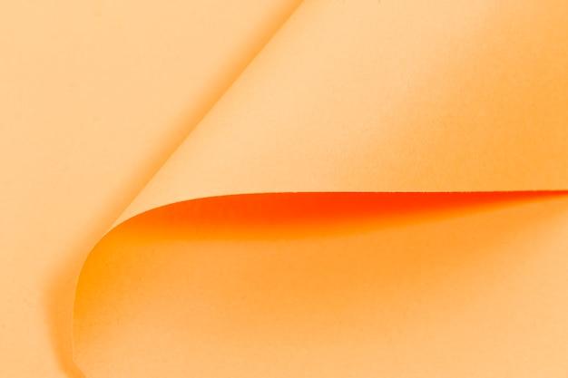 Textura de páginas rizadas de color naranja con espacio de copia