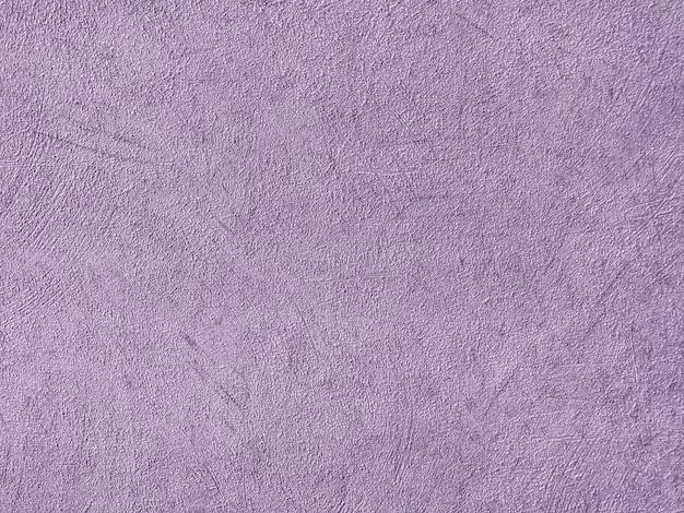 Textura de papel tapiz púrpura claro con un patrón pelado.