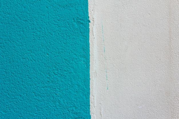 Textura de pared azul con grano y pintura blanca. fondo.