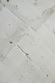 La textura de la pared, cubierta con placas de poliestireno espuma gris.