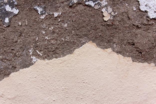Textura de pared de grietas en tonos beige. fondo.