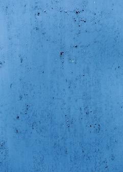 Textura de pared pintada de azul con grietas