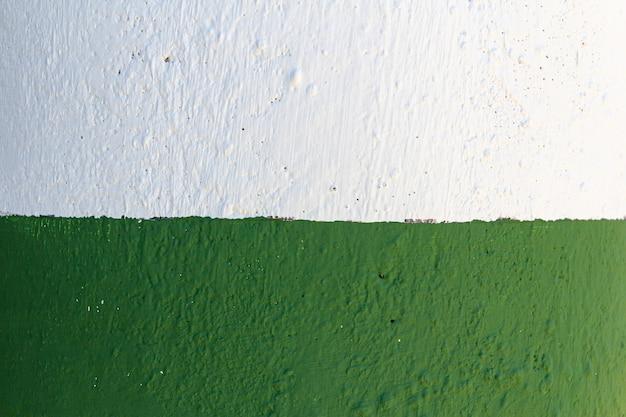 Textura de pared pintada de blanco y verde. bandera.
