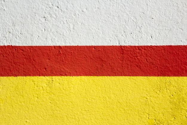 Textura de pared con pintura blanca, roja y amarilla. fondo.