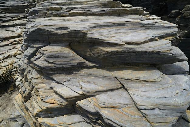 Textura de piedra pizarra en playa las catedrales ribadeo.