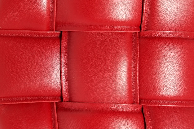 Textura de primer plano de cuero trenzado rojo