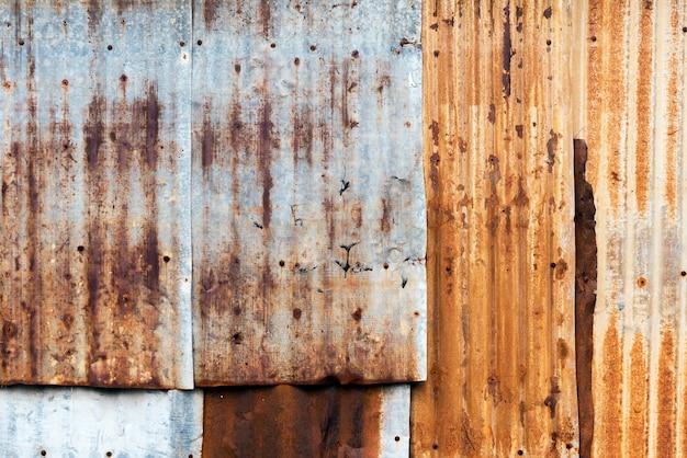Textura de la textura oxidada de la hoja de metal del hierro acanalado.