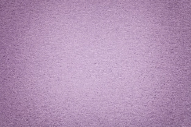 Textura del viejo fondo de papel púrpura, primer. estructura de cartón denso.