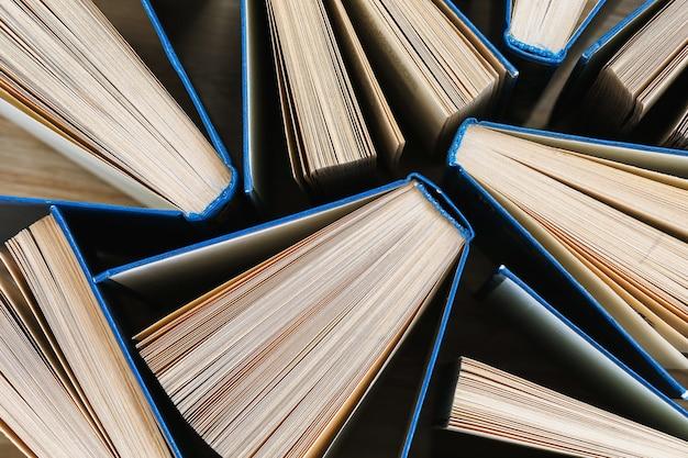Textura de la vista superior de libros abiertos