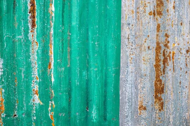 Textura de zinc verde de la vieja superficie de zinc oxidada galvanizada de la cerca