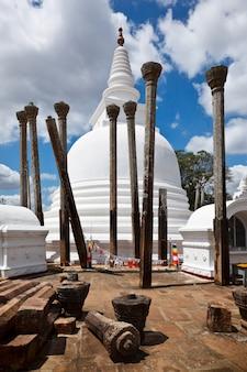 Thuparama dagoba antiguo (estupa)