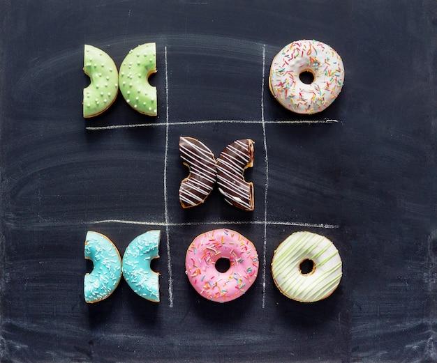 Tic tac toe hecho de donuts