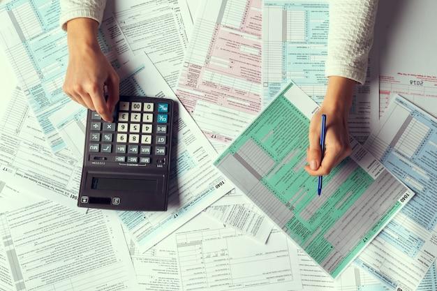 Tiempo de impuestos, imagen conceptual,