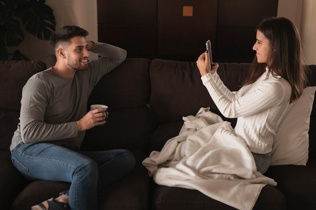 Tiempo de toma de fotos de pareja en casa