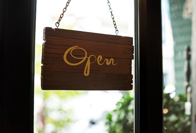 Tienda abierta cartel de madera maqueta