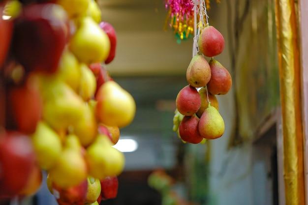Tienda de fruta fresca en el mercado indio